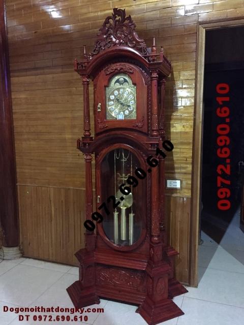 Phòng khách sang trọng với đồng hồ đẹp kiểu Đức DH63