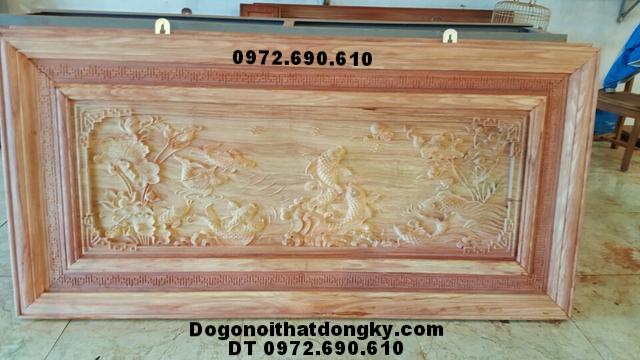 Tranh gỗ chạm khắc, Tranh phong thủy Cá chép vờn trăng Tr49
